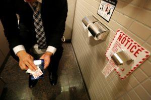 toilet_paper_japan_281216_06-840x555